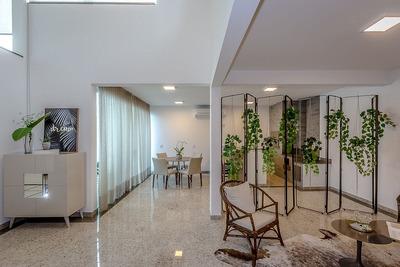 Linda Casa No Centro De Balneário Camboriú, 3 Suítes Com 2 Vagas De Garagem E Piscina - 1205_1