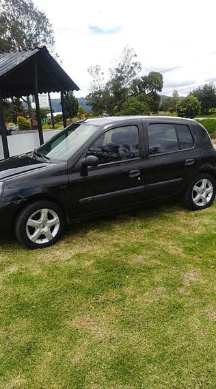 Vendo Espectacular Renault Clio / Motor 1.4 / Negro