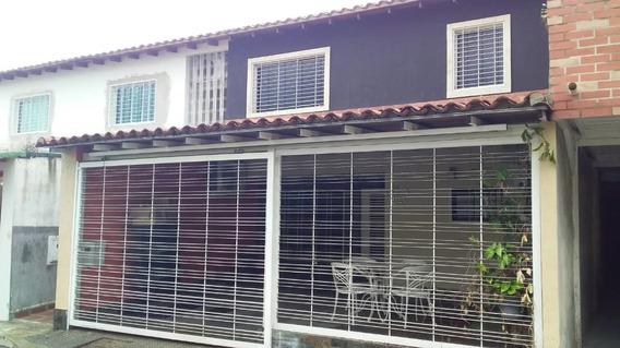 Casa En Venta En La Urb. Las Orquideas 04145624656