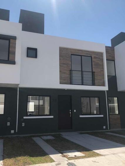 Rento Casa Nueva Recamaras 3 Baños Compl. 2 Estacionamientos
