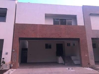 Casa Sola En Renta En Cumbres Madeira, Monterrey, Nuevo León