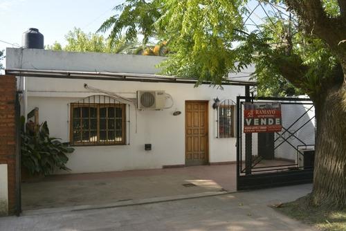 Imagen 1 de 13 de Vende Casa Con Escritura Longchamps