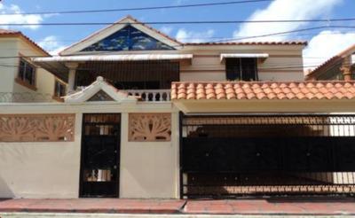 Vendo Casa En Autopista De San Isidro. Res. Prado Oriental.