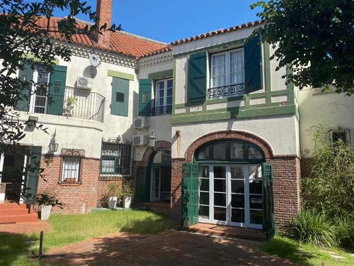 Divina Casa De Estilo En Pocitos 6 Dormitorios Jardín Garaje