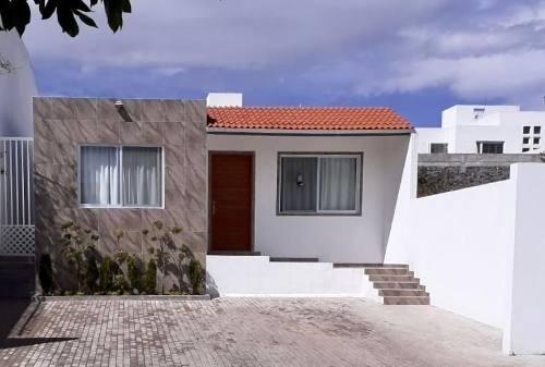 Casa En Venta De Una Planta,2 Recamaras,2 Baños,patio,juriquilla