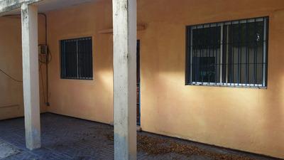 Casa Apartamento 2 Ambientes ,baño .cocina Y Patio Al Frente