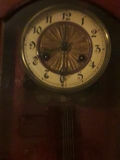 Reloj Antiguo Péndulo En Caja De Madera