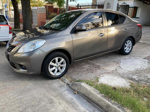 Nissan Versa Extra Full