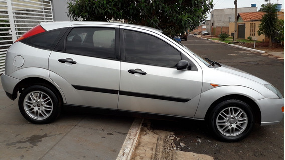Ford Focus 1.8 Completo. 13.000,00