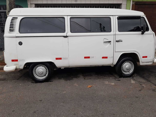 Imagem 1 de 4 de Volkswagen Kombi 2005 1.6 Lotação 3p Gasolina