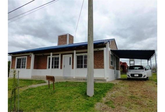 Casa 3 Dormitorios, 2 Baños. Lote De 450 M2