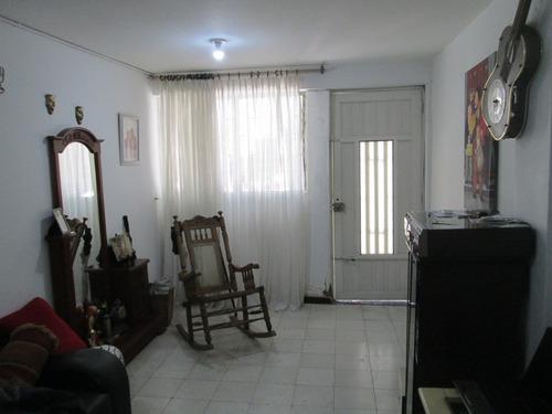 Imagen 1 de 9 de Casa De Primer Piso Con Opción De Sacarle Un Garaje O Local!