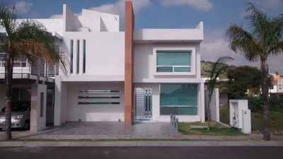 Casa En Venta En Porta Nova, 4 Recámaras, 3 Baños, Roof Garden, Alberca, Ganela!