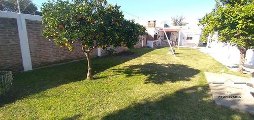 Imagen 1 de 14 de Casa En Venta 4 Ambientes Con Fondo - Montevideo