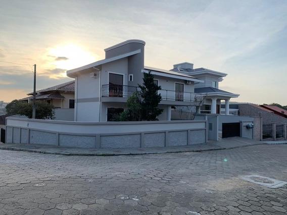 Excelente Casa Localizada No Bairro Fortaleza, Com 2 Dormitórios E Demais Dependências E 2 Vagas De Garagem. - 3578971