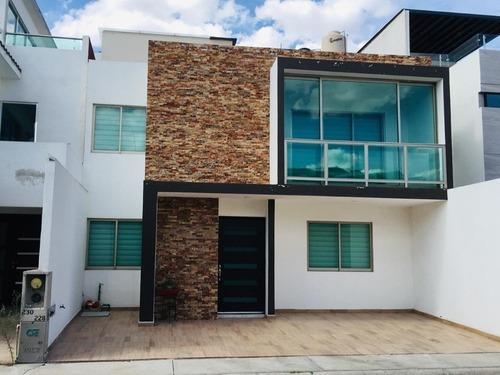 Casa En Renta Semiamueblada, 3 Recámaras, Atrás Plaza Cedros