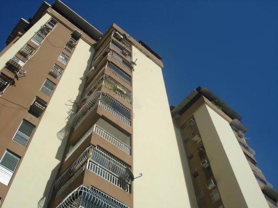 Apartamento En Venta Urb El Bosque Cod. 19-10684