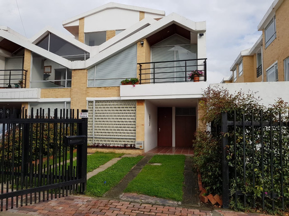 Oportunidad, Moderna 3 Habitaciones 3 Parqueaderos Jardines