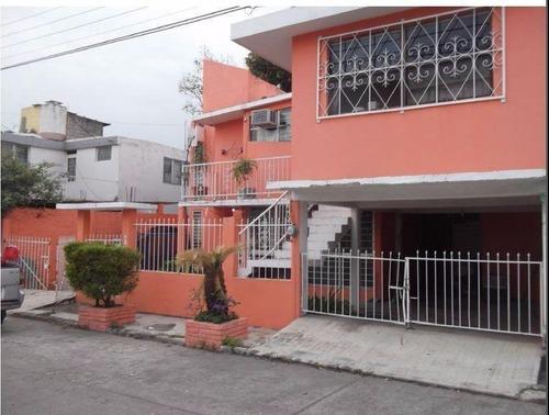 Casa En Venta En Fracc. Palmas. Poza Rica, Veracruz. Amplia