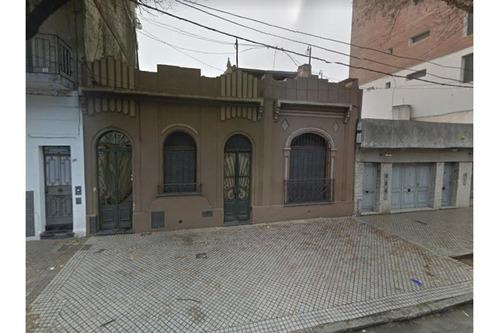 Casa De 3 Dormitorios Crespo Al 600 Excelente