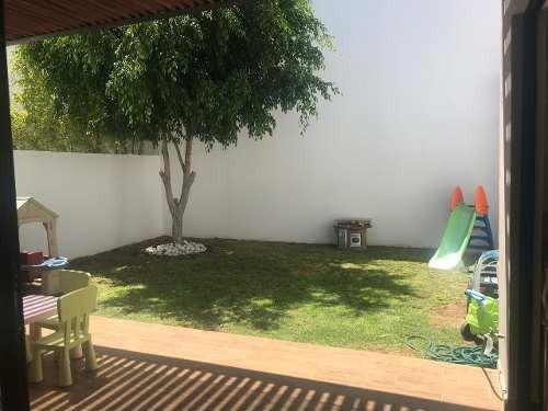 Casa Remodelada En Venta En Santa Fe Juriquilla