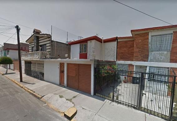 Casa En Venta En Nezahualcoyotl. Remate Bancario
