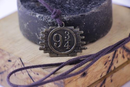 Colar Artesanal Geek - Harry Potter - Plataforma 9 3/4