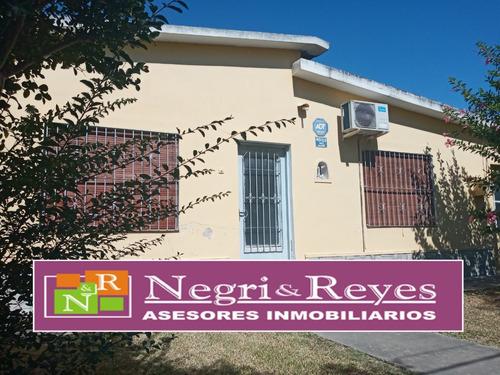 Imagen 1 de 14 de Solida Casa Venta En Playa Pascual Ciudad Del Plata