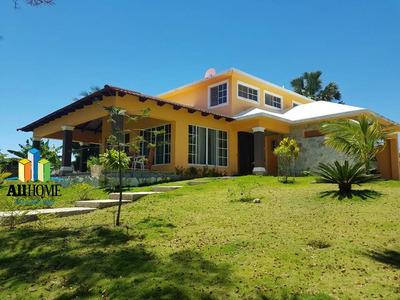 Oferta Hermosa Casa En Moncion, Santiago Rodriguez