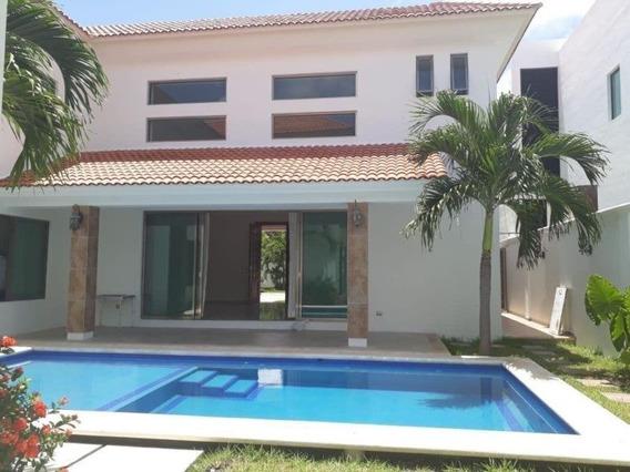 Rento Casa Con Alberca En Residencial Villa Magna