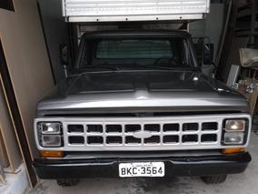 Ford F2000 Baú
