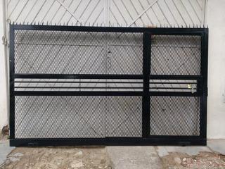 Porton De Malla Corredizo 240x200 Con Puerta De Escape