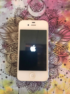 Lote 3 Celulares: 01 iPhone 4 + 02 Samsung J200bt.