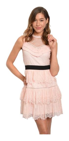 Vestido Corto Con Holanes Transparencia En Escote Romantico.