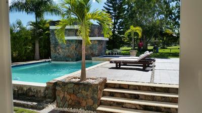 Villa En Venta De 4 Hab En Metro Country Club, Juan Dolio