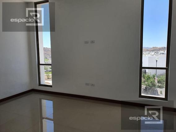 Casa En Venta En Albaterra Con Recámara En Planta Baja