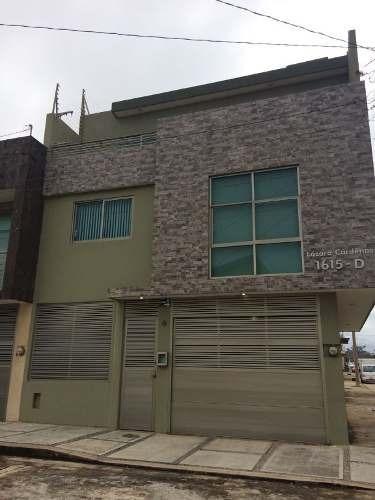 Renta De Casa Amplia De Tres Niveles Muy Buena Ubicacion.