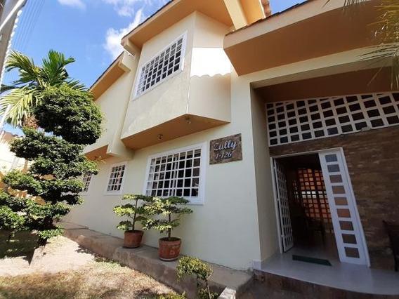 Casa En Venta Zona Este Barquisimeto Lara 20-3069 Rahco