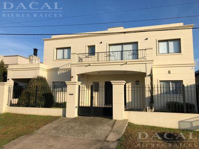 Casa En Venta En City Bell Calle 463 E/ 10 Dacal Bienes Raices