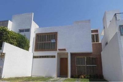 Preciosa Casa En El Mirador, 3 Recamaras, 3 Baños Completos, De Oportunidad !!