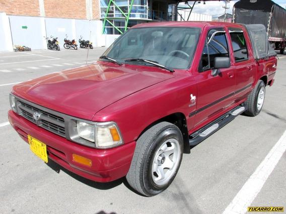 Toyota Hilux 2400cc Mt