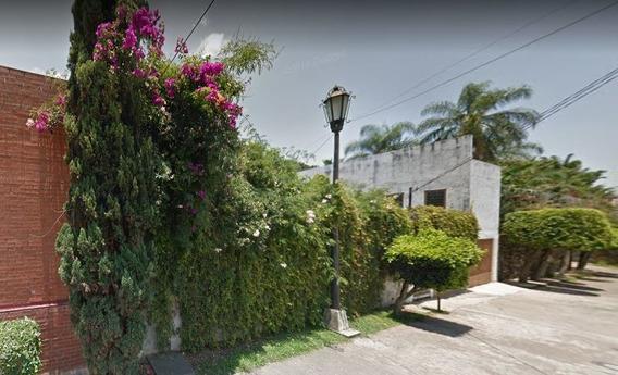 Casa Con Alberca A Un Costado De Plaza Cuerna. Excelente Rp