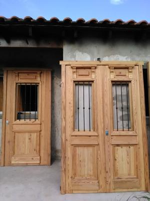 Fabricación De Puertas De Pinotea De Interior Y Exterior