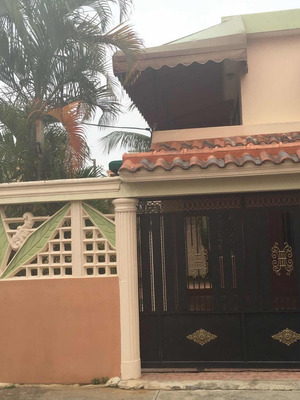 Casa Espaciosa En El Corazón De San Isidro