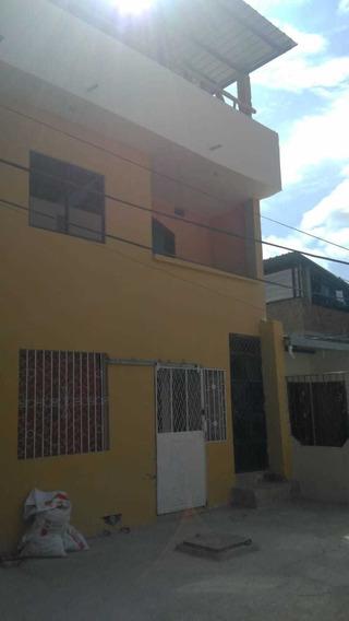 Casa De Tres Pisos, Ideal Para Alquiler