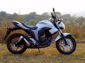 Motocicleta Deportiva Naked Suzuki Gixxer Fz I Invict Pulsa