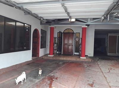 Se Vende Casa En Rohrmoser, San José