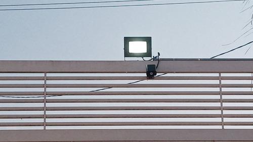 Imagem 1 de 3 de Encanador Eletricista