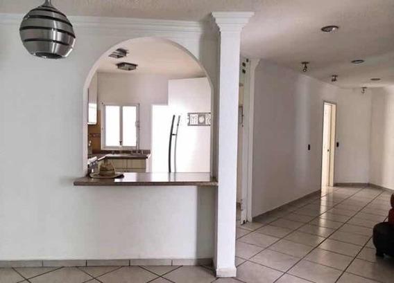 En Venta Casa Con 5 Habitaciones Con Closets Y Dos Pisos