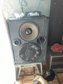 Uma Caixa Amplificada Com O Amplificador Separado